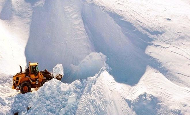 Doğu'da kar kalınlığı 8 metreyi buldu