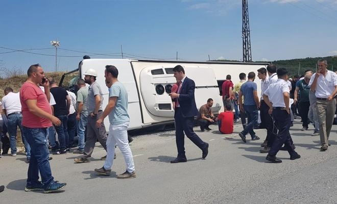 İstanbul'da midibüs devrildi: Çok sayıda yaralı