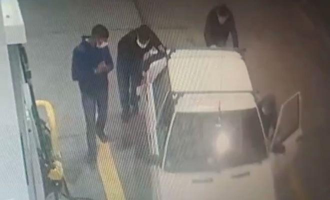 Esenyurt'ta çaldıkları otomobili iterek benzinliğe getirdiler