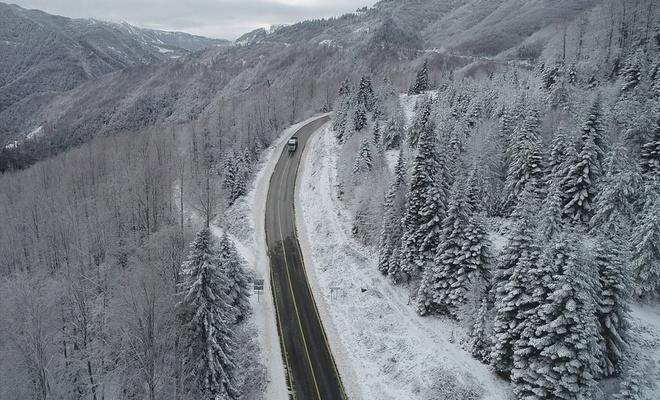 Kastamonu'da yüksek kesimlerde kar yağışının etkili olmasıyla güzel görüntüler ortaya çıktı