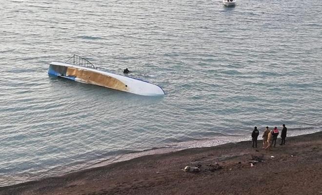 Van Gölü'ndeki tekneyi arama çalışmalarına ara verildi