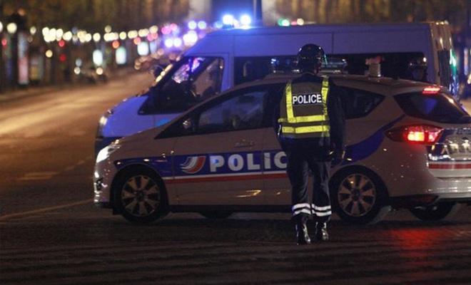 Paris`te bir araçta kalaşnikof ve roketatar bulundu