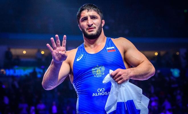İmam Şamil portreli tişört giyen Dağıstanlı güreşçiye ceza