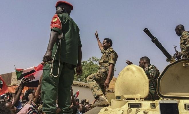 Sudan'da darbe girişimi iddiası! Hartum'da yoğun çatışma yaşanıyor