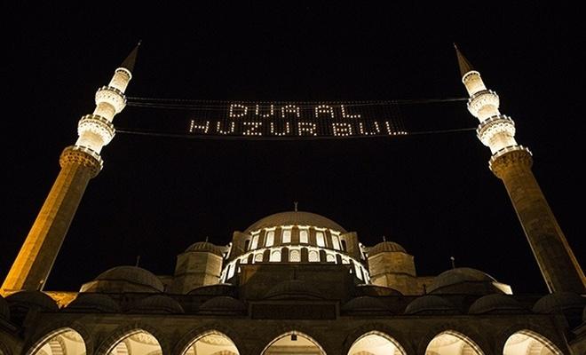 İstanbul'da ibadete açılan camiler!