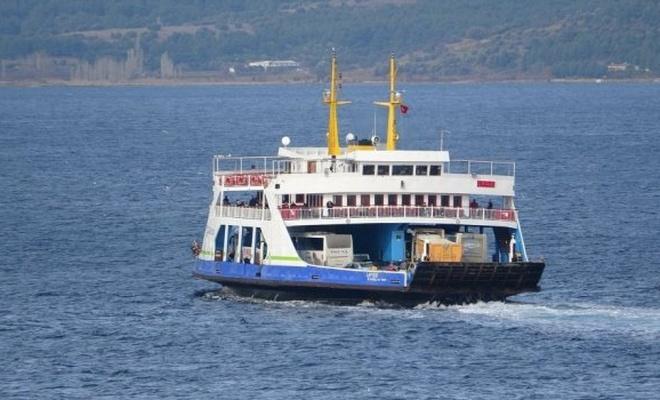 Bozcaada'da feribot seferlerine fırtına engeli