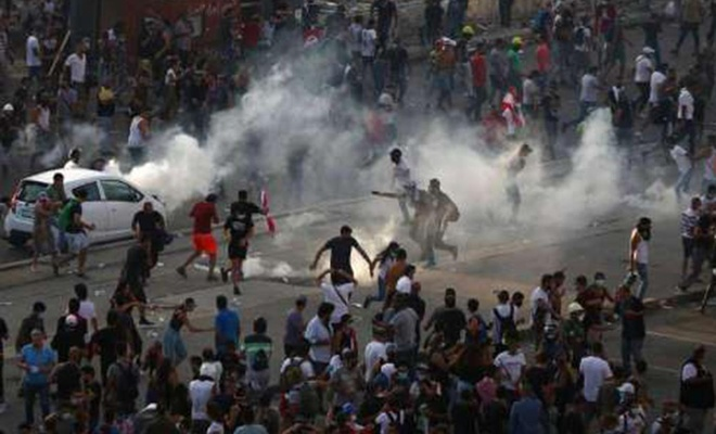 Lübnan'da hükümet istifasının ardından başlayan gösteriler devam ediyor