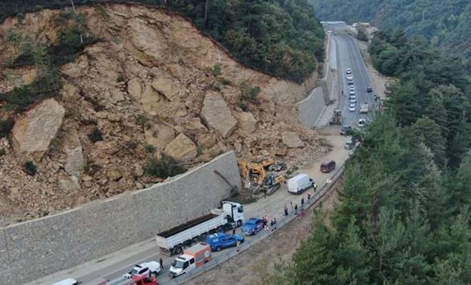 Bursa'daki heyelanda otomobilinin üzerine kaya düştü
