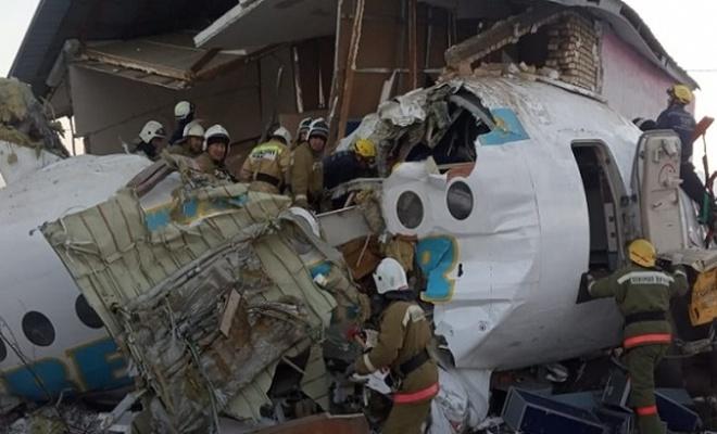 Kazakistan'da yolcu uçağı düştü: 15 ölü, 66 yaralı