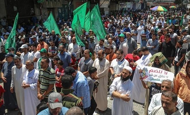 'İlhak'a karşı' binler yürüdü