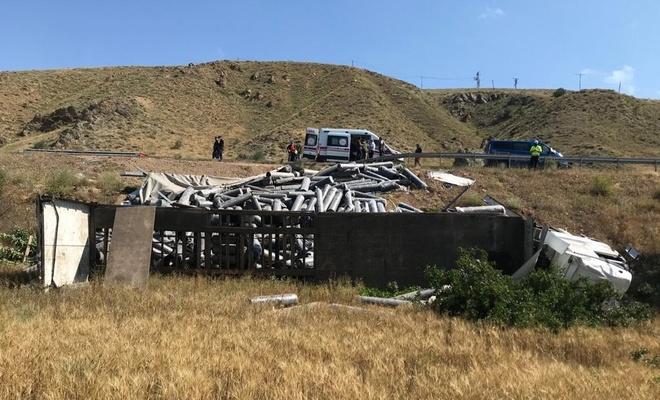 Şarampole devrilen tırdaki 6 kişi yaralandı
