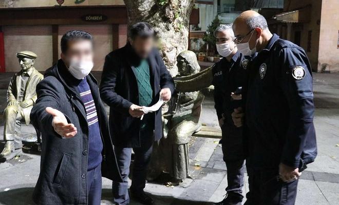 Kısıtlamaya rağmen sokağa çıkarak içki içen 2 kişiye 4 ihlalden para cezası verildi