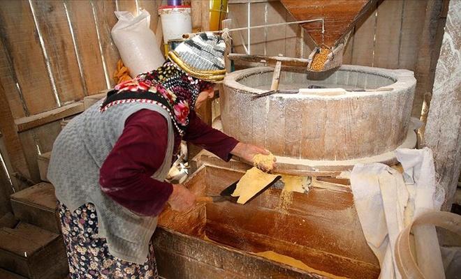 Melahat nine 60 yıldır ekmeğini su değirmeninden çıkarıyor