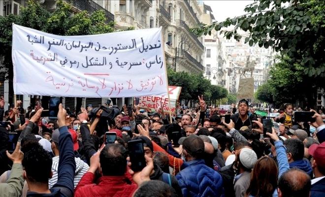 Cezayir Cumhurbaşkanından seçim yasası açıklaması