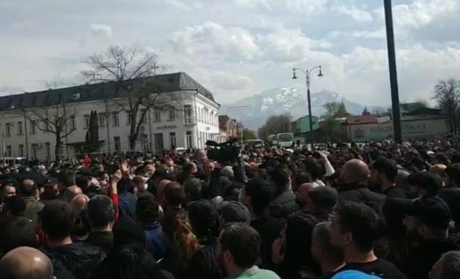 Kuzey Osetya halkı ayaklandı!