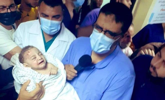 Gazze'de 6 kardeşi şehit olan bebek enkazdan sağ olarak çıkarıldı