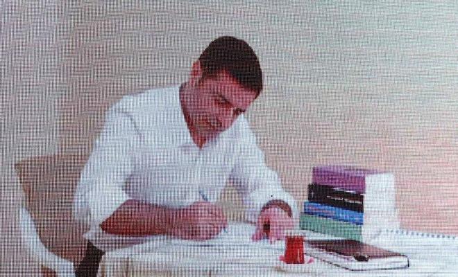 "Demirtaş'a ""Cumhurbaşkanı'na hakaret"" suçundan 3 yıl 6 ay hapis"