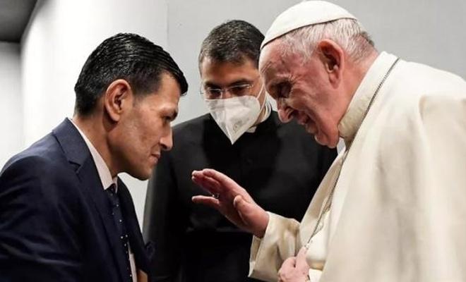 Aylan bebeğin babasından Papa'ya hediye!Sonrasında tepkiler geldi