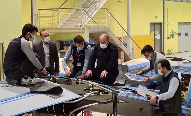 Bakan Varank, AKINCI S-1 hava aracını inceledi