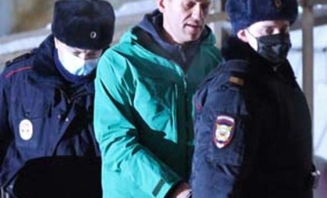 Navalnıy'den kendisine Kur'an-ı Kerim vermeyen hapishane yönetimine dava
