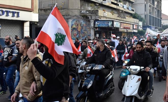 Lübnan'daki gösterilerde güvenlik güçlerine el bombası atıldı