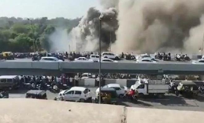 Hindistan'da binada yangın çıktı: 15 ölü