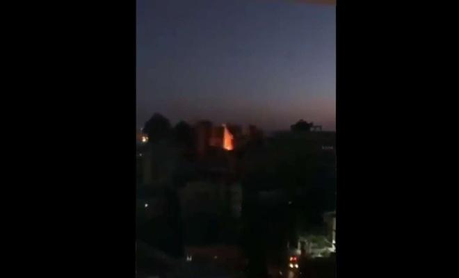İşgal uçakları Gazze'de sivillerin olduğu bir binayı tamamen yıktı