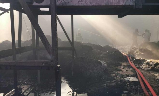 İplik fabrikasındaki yangın maddi hasar neden oldu