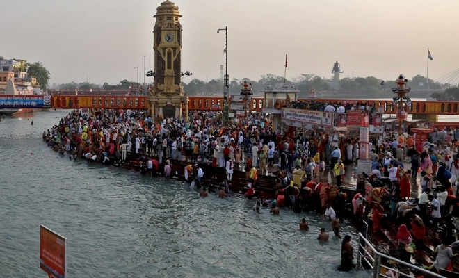 Ganj Nehri'nde yıkandılar, vaka sayısı rekor kırdı!