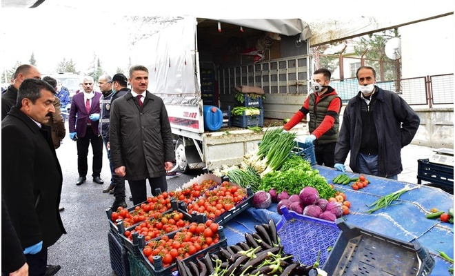 Malatya Valisi Baruş, pazar esnafını ziyaret ederek incelemelerde bulundu