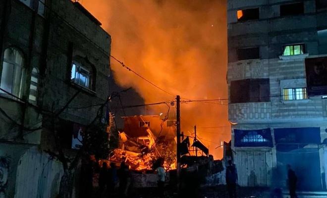 İşgal rejimi HAMAS komutanlarında el-Mukadime'nin evini bombaladı