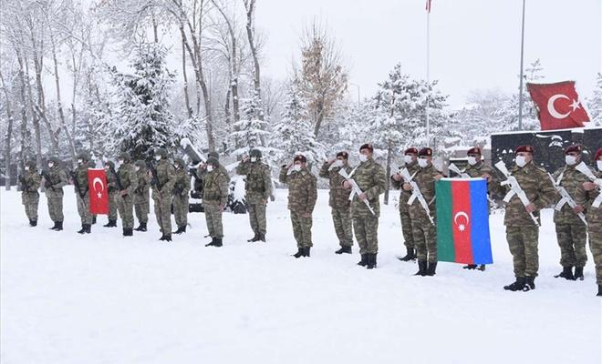 """Azerbaycan askerleri """"Kış Tatbikatı"""" için Kars'a geldi"""