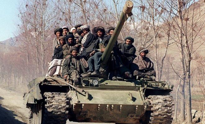 Afganistan tankları Tacikistan sınırında! Rusya alarma geçti