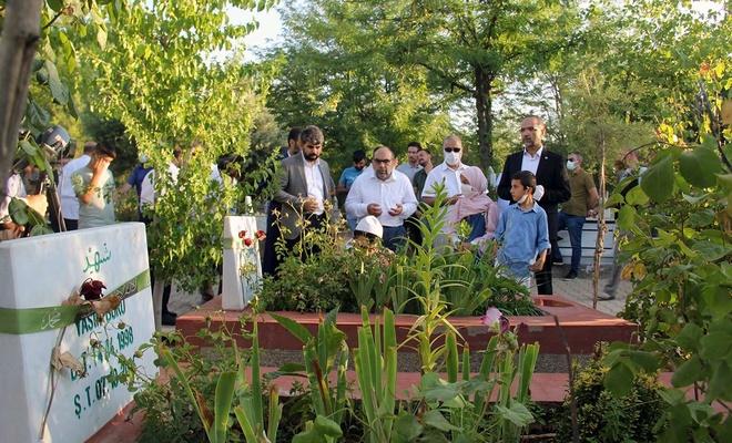 HÜDA PAR Genel Başkanvekili Sağlam'dan bayram namazı sonrası şehid kabirlerine ziyaret
