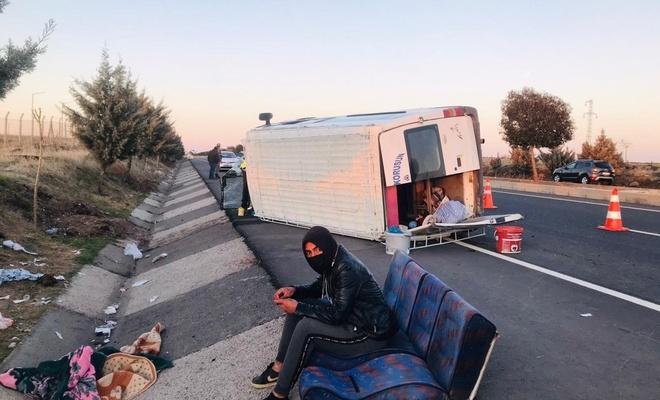 işçi taşıyan minibüs yan yattı: 12 yaralı