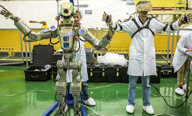 İnsansı robot taşıyan Rus mekiği UUİ'ye kenetlendi