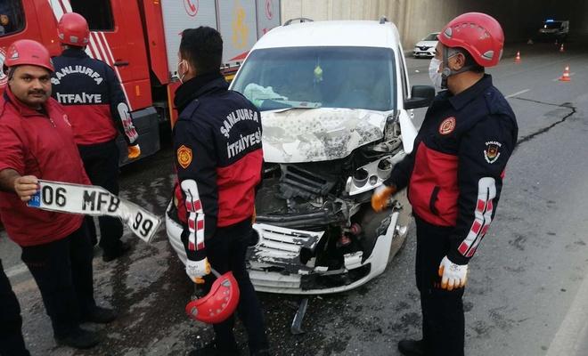 Şanlıurfa'da hafif ticari araçla otomobil çarpıştı: 2 yaralı