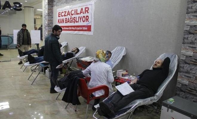 Eczacılar Kızılay`a kan bağışladı
