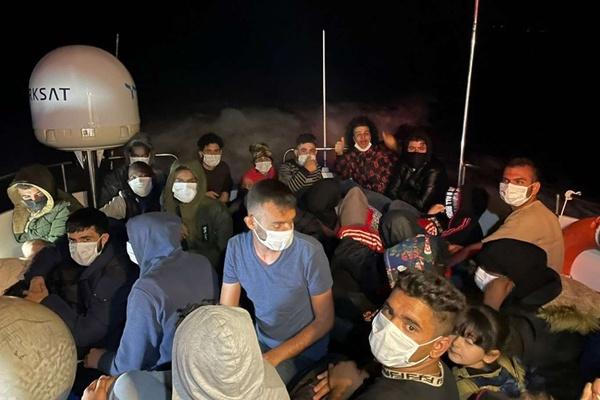 Muğla açıklarında 30 düzensiz göçmen kurtarıldı