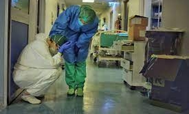 Aşı olmayan 3 bin sağlık görevlisinin işine son verildi