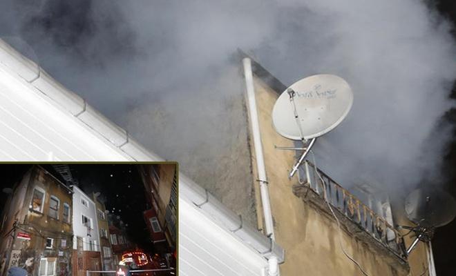 Fatih`te 4 katlı binada yangın