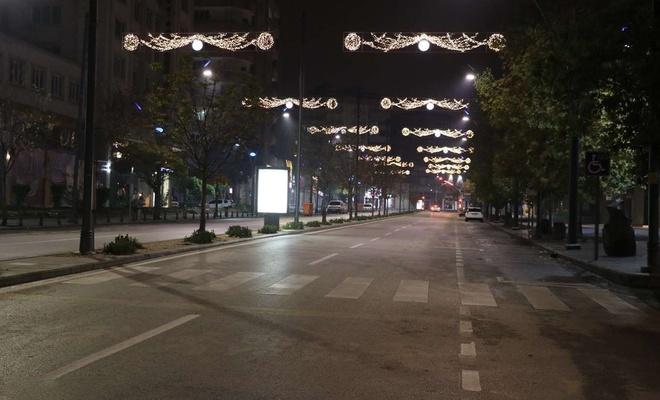 Sokağa çıkma kısıtlaması nedeniyle sokaklarda sessizlik hâkim