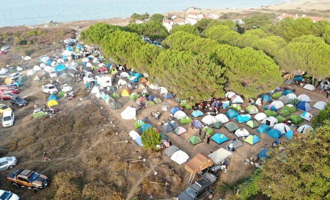 Şile'de salgına aldırış etmeyen gençler festival düzenledi