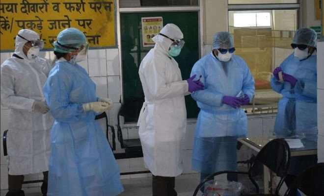 Hindistan'da vaka ve ölü sayısı hızla artıyor