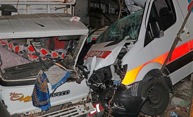 Muğla'da feci kaza! 2'si ağır 3 sağlık çalışan yaralandı
