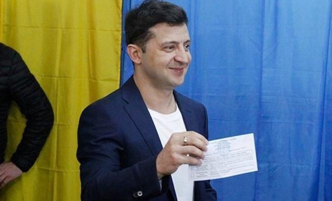 Ukrayna'da seçimin galibi Zelenskiy