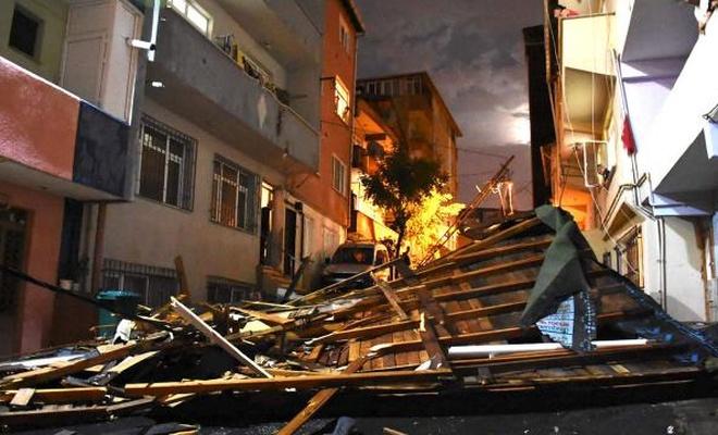 İstanbul'da Çatılar uçtu, ağaç ve direkler devrildi