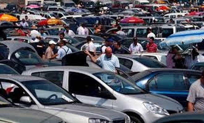 İkinci el otomobil satışlarında fiyatlar yükseldikçe el yakıyor