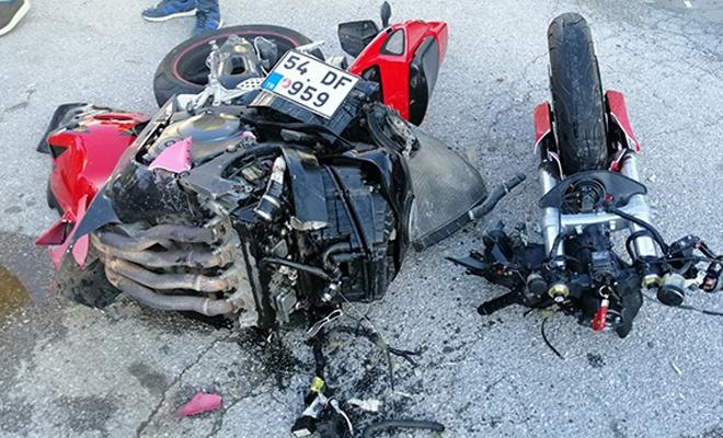 Motosiklet ikiye bölündü: 2 ağır yaralı