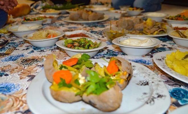 Uzun kış gecelerinin vazgeçilmezi: Sobada patates közlemesi